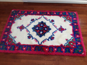 New Hand Hooked 100% Wool Rug