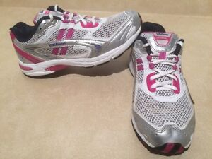 Womens Wilson Running Shoes Size 9