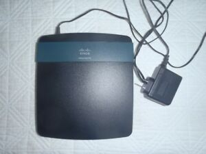 Linksys EA 2700 router