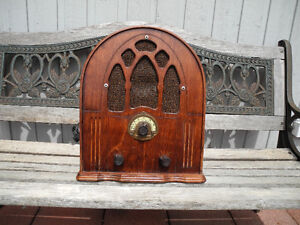 Cathedral Franklin Replica Wood Radio (1930'S)