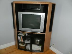 TV stand - Corner unit (Sturgeon Falls)