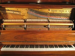 Piano droit ancien (Behr Brothers)