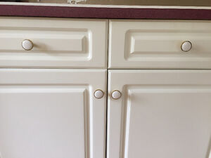 White with gold trim kitchen cabinet knobs