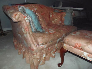 Peachy 4pc settee, LOVELY like new! Sun room, cottage, den! London Ontario image 6