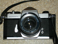 ASAHI PENTAX SPOTMATIC  FILM SLR CAMERA / 55mm - 1.8 + 28mm 3.5