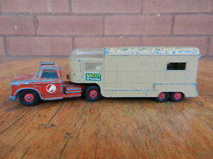 Matchbox King Size Dodge Tractor & Articulated Horse Van K-18