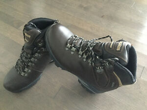 Hikers from marks  ( never worn) leather reg. 179$