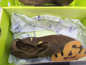 Ainu Brown Sandals Brand New In Box Windsor Region Ontario image 1