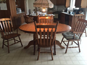 Canadian Made Solid Oak Dining Table with 2 Leaves & 6 Chairs