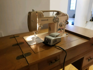 White zigzag  sewing machine very good condition