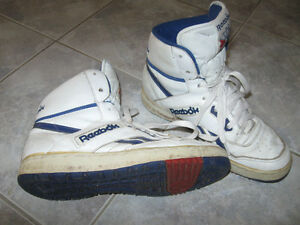 Pr HIGH-TOPPED WHITE REEBOK ATHLETIC SHOES [7.5 SIZE]
