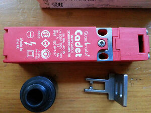 NEW 44513-0020 Guardmaster Cadet Safety Switch - front/end entry