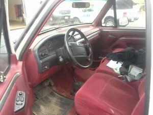 1995 Ford E-150 XLT Pickup Truck