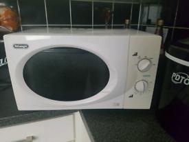 Microwave delonghi white