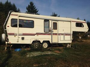 1987 Okanagan 5th Wheel