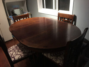 Dining room and 4 chairs set