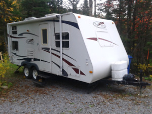 Trail sport 2008 2900 lbs roulotte 21 pieds