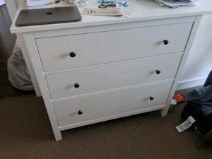 HMNES 3 drawer chest & matching side table