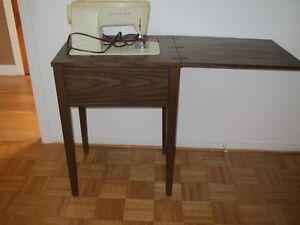 machine à coudre, chaisses, meuble informatique