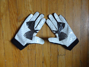 Under armour football gloves (Kid's large)