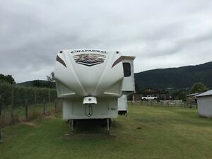 2011 Chaparral 5th Wheel $21,500 obo
