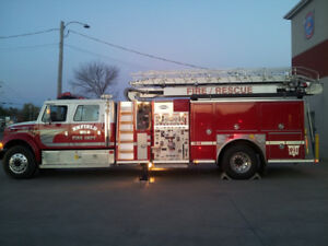 1998 FIRE TRUCK FOR SALE w/50 foot Aerial Ladder