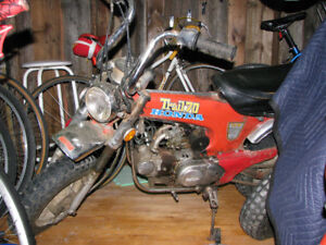 MOTO TRAIL 70  HONDA 1978 rouge