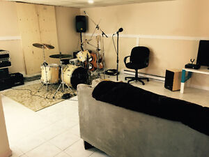 Musicians !! 2 rooms with equipped rehearsal space