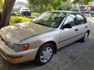 TOYOTA COROLLA BEIGE 1989 = PRISTINE CONDITION/LOW KMS!!!