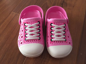 New - Pink Shoes size 8 (25)