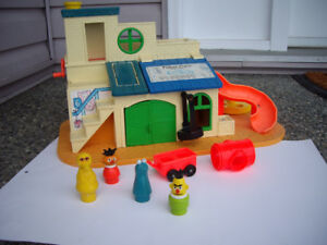 FISHER PRICE VINTAGE CLUBHOUSE