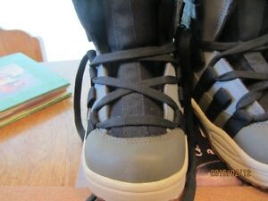 Snowboard Boots - Child's Size 3 US   Immaculate Shape Moose Jaw Regina Area image 3