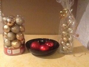 Decor - Gold Balls and Red/Black Bowl with Red Balls!