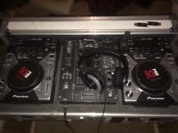 Pioneer CDJ 400 decks mixer & flight case