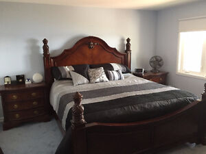 6 piece King size bedroom set in perfect condition
