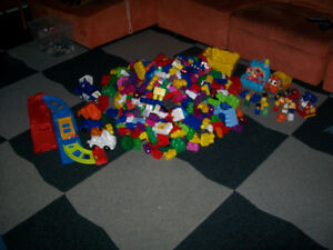 Mega Bloks Large bricks lot (maxi) and container