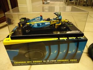 1/18 DIECAST HOT WHEELS  F1 RENAULT SPECIAL EDITION RARE NEW