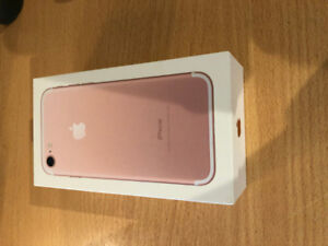 Rose Gold Iphone 7: Mint condition less than two years old
