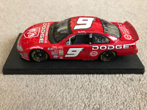 2002 ERTL Bill Elliot Dodge NASCAR Diecast Model 1:24 scale