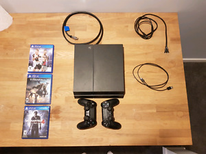 PS4 500GB + 3 games +  2 controllers