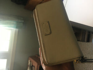 SELLING NEW KATE SPADE WALLET