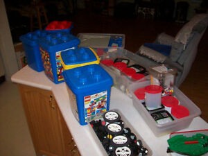 LEGO  --  THOUSANDS OF PIECES !!