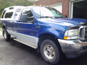 2003 Ford F-250 Larriat  Super Duty 7.3 lt. Camion
