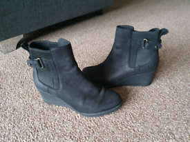 Ladies ugg boots size 4