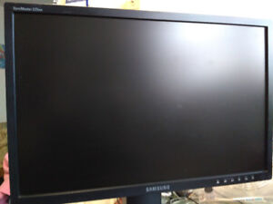 Samsung SyncMaster Widescreen Monitor 225BW 22inches