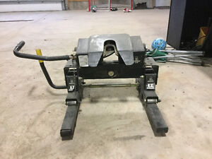 Husky fifth wheel trailer hitch