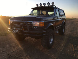 1990 Ford Bronco XLT Lifted