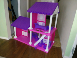Barbie Doll play house with accessoires.
