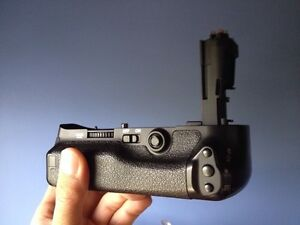 Battery grip for a 5D mark III no batteries