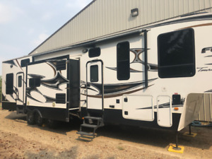2011 Fuzion Touring EditionTrailer 412 patio hauler